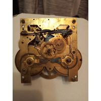 Механизм маятниковых настенных часов
