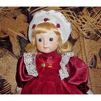 Кукла фарфоровая, музыкальная, коллекционная Heritage Dolls  (40 см)