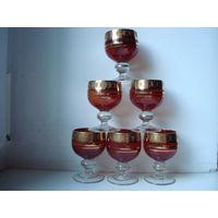 Шесть красных винтажных бокальчика с позолотой,60-70 годы.