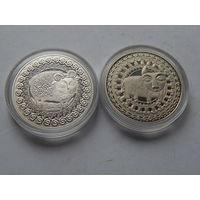 2 монеты в капсулах