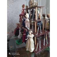 Настольная полка (ПИРАМИДА)для коллекционных кукол