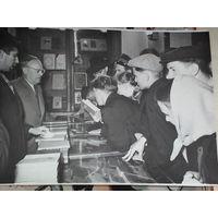 Пятрусь Броука с читателями.
