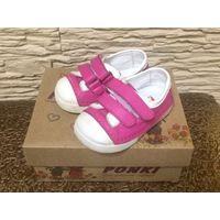 Фирм ботинки на 20 р (стелька 12 см). Качественная натуральная кожа, полностью. Розовый цвет, прорезиненный носик белого цвета. Очень хорошая и качественная ортопедическая обувь, в хорошем состоянии.