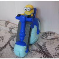 Миньон #1 игрушка из Макдональдса