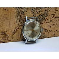 Часы Poljot de luxe,тонкие,механизм позолота.Старт с рубля.