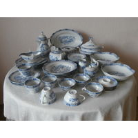 Сервиз столовый чайный + кофейный фарфор 47 предметов Bavaria Германия середина ХХ века.