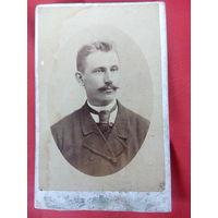 Фото коносевича. мужчина с галстуком до 1917