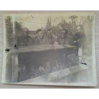 Фото группы офицеров в полевых условиях. Май 1942 г. 9х11,5 см.