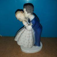 """Фарфоровая статуэтка """"первый поцелуй"""". Bing&Grondahl."""