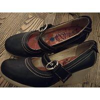 Стильные ,удобные туфли на танкетке