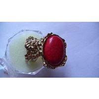 Оригинальный перстень с красной вставкой .  распродажа