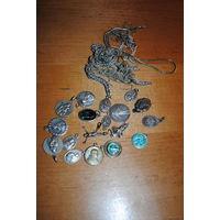 Коллекция состоящая из большого множества разных католических медальонов из серебра, мельхиора, и с исп. глуб. по серебрения!