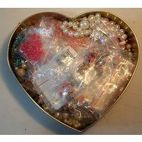 Коробка с бисером, элементами бус, другими декорами украшений,одежды-для очумелых ручек)))