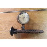 Устройство для измерения давления в цилиндрах двигателя СССР.