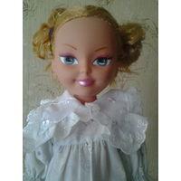Кукла современная. Пластмасса.