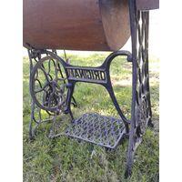 Швейная машинка старинная.ВОЗМОЖНА ДОСТАВКА ЛОТОВ В МИНСК