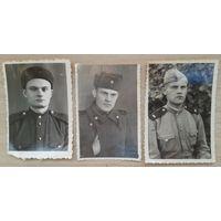 Фото солдат в различном обмундировании. 1950-е. 5х8 см