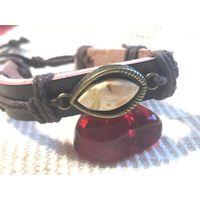 Браслет кожаный с янтарной ставкой - универсальный размер - натуральная кожа - балтийский янтарь