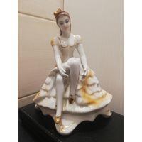 Фарфоровая статуэтка Балерина. Румынский фарфор. Клеймо
