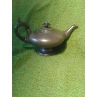 Старинный английский чайник с остатками серебрения (на дне)