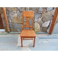 Масивный,новодельный,дубовый стул,по старинному образцу 18-го века.В наличии 24 штуки.
