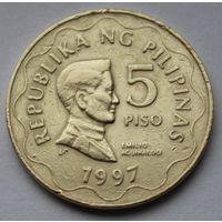 """Филиппины 5 писо, 1997 г. (С отметкой """"BSP"""" ниже плеча)."""