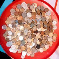 Более 400 монет всего мира .