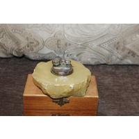 Винтажная, газовая зажигалка с основанием из натурального камня, Германия.