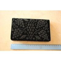 Кошелек (сумочка), вышивка по черному  бархату