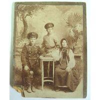 Фото железнодорожника с семьёй. До 1917г. Размер 10.5-13.5см