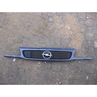 102012 Opel Astra F решетка радиатора