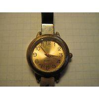 Часы дамские кварцевые.