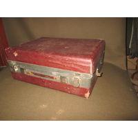 Патефон корпус красного цвета(под реставрацию)