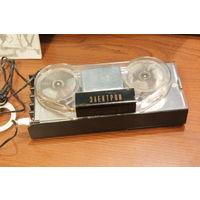 Диктофон Электрон 52 д   СССР 60 е годы, оригинал, в рабочем состоянии. Редкая вещь.