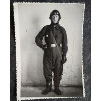 Фото военного летчика в комбинизоне. 1953 г. 8.5х11.5 см