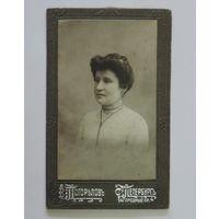 Фото женщины до 1917г. С. Петербургъ. Фотография В.Погорълова. Размер 6.8-11 см.