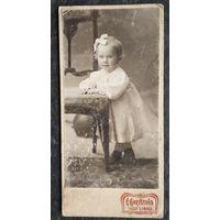 Фото маленькой девочки. До 1917 г. Либава. 6х12 см.