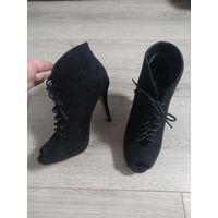 Туфли черные с открытым носиком. 40 размер.