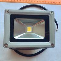 Светодиодный прожектор теплый белый. 10 Вт