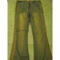 Коричневые джинсы(оч красиво смотрятся)