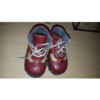 Осенне-весенние ботиночки 21 размера, объём В. В отличном состоянии.