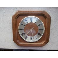 Часы настенные кварцевые деревянный корпус стекло Quartz Германия.