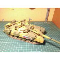 Модель танка Т-80УД , собранная и окрашенная, масштаб 1/35.