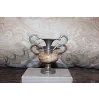 Винтажная, декоративная вазочка-кувшинчик с вставкой из оникса, высота 8 см, отличное состояние.