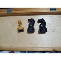 Куплю шахматные фигуры: два черных коня, одну белую пешку