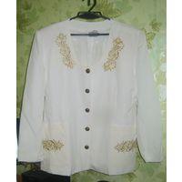 Белоснежный пиджак, вышитый золотыми нитями р.54