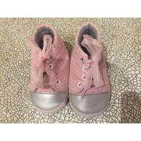 Кеды розовые стелька 12 см, ткань, красивые шнурочки. На подошву приклеили стельку теплую, чтобы не скользили, хорошее состояние.