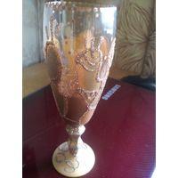 Красивый золотой-расписной бокал