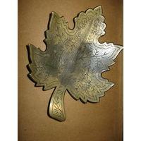 Пепельница лист винограда Производство Индия металлическая (наверно латунь) Индия  времен СССР