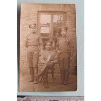 Фото Георгиевский кавалер в группе с товарищами